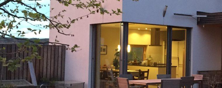 besichtigungstour strohballenh user im raum st p lten. Black Bedroom Furniture Sets. Home Design Ideas