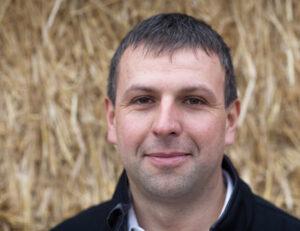 Profilfoto Reinhard Appeltauer Hintergrund Stroh