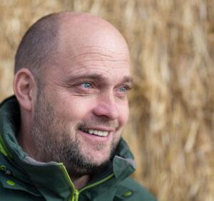 Profilfoto Martin Matzenberger Hintergrund Stroh