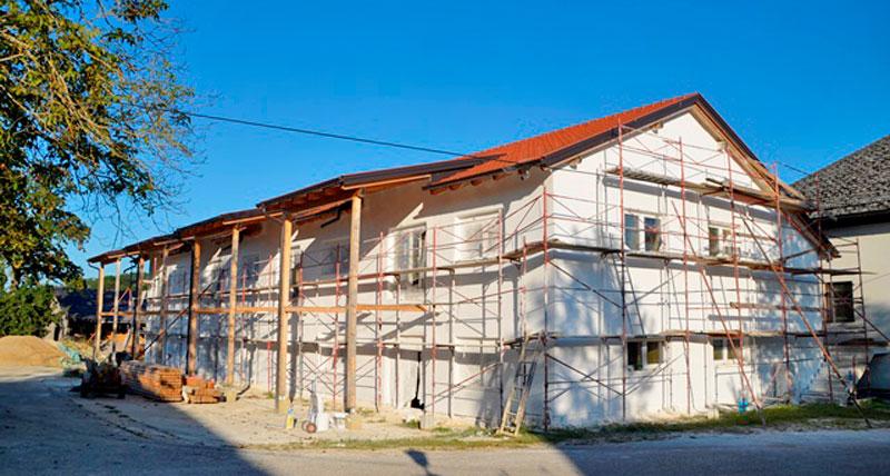 Stohhaus mit Kalkputz